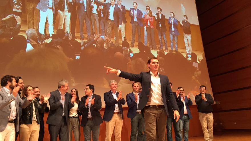 """Albert Rivera, en la finalización del acto en Cádiz, el 7 de noviembre, en el que ha presentado """"30 propuestas para reformar España"""". / Andrés Gil"""