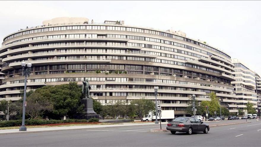 Un herido al derrumbarse el garaje del célebre edificio Watergate