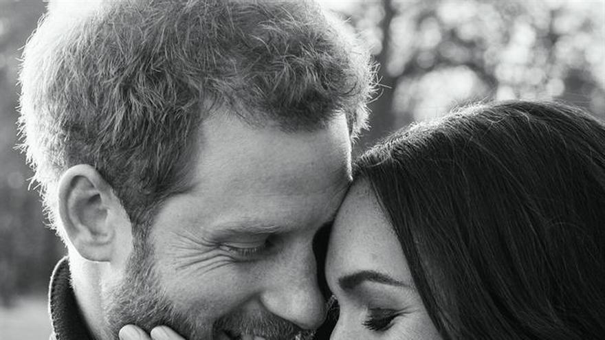 El príncipe Enrique y su prometida Meghan publican las fotos de su compromiso