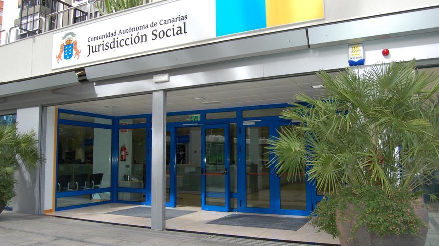 Fachada del juzgado de lo Social en Santa Cruz de Tenerife.
