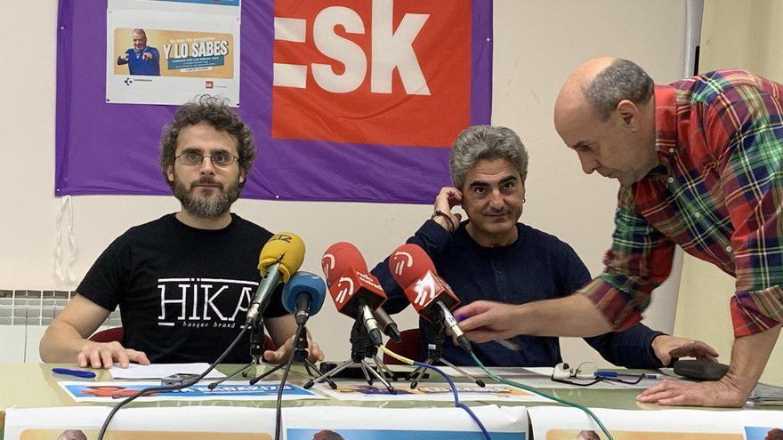 Julio Sánchez y Patxi Nicolau, en la sede de ESK en Vitoria