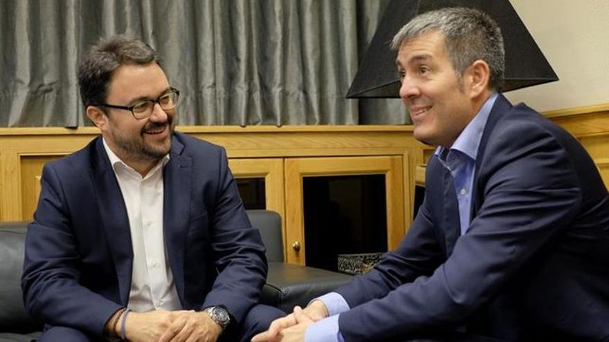 Imagen de archivo del líder del PP en Canarias, Asier Antona y Fernando Clavijo.