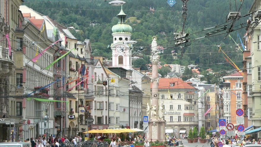 La columna de Santa Ana preside la calle de maría Teresa, principal arteria de la vieja Innsbruck. Jeremy Oakley