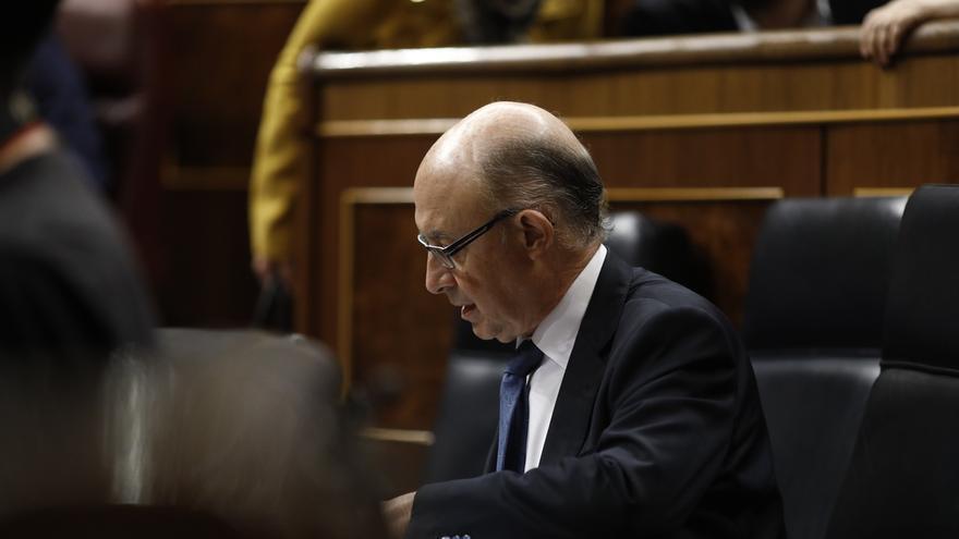 El PSOE, Unidos Podemos y Ciudadanos piden a Montoro explicaciones en el Congreso por los 'Paradise Papers'