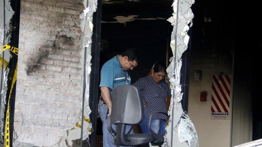 Caos y desorden siguen imperando en Congreso paraguayo tras incendio