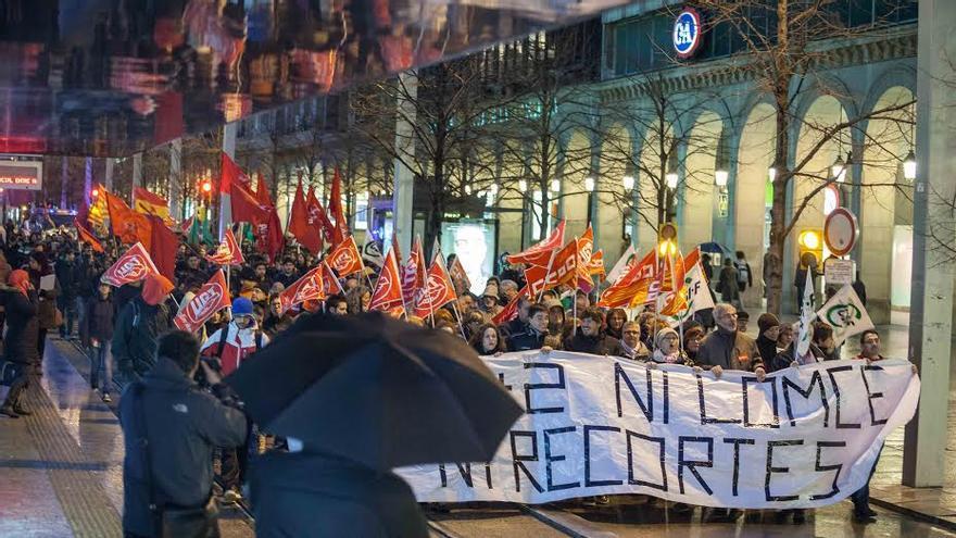 Manifestación del sector educativo en Zaragoza. Foto: Juan Manzanara