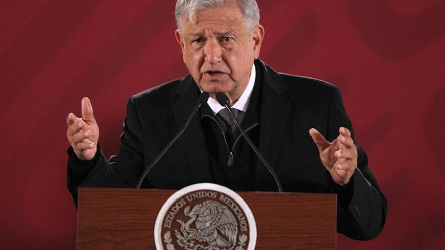 López Obrador niega conspiración en tragedia aérea con dos políticos muertos