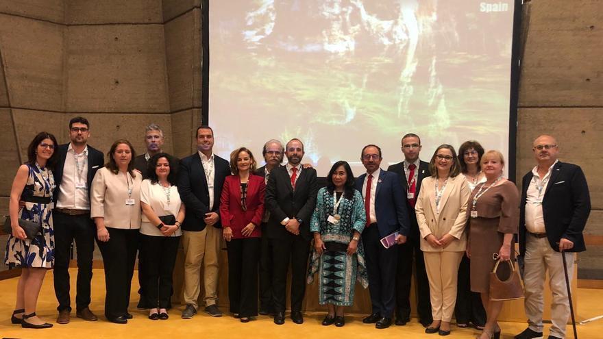 La delegación del Alto Turia en París junto al embajador de España en la Unesco, Andrés Perelló