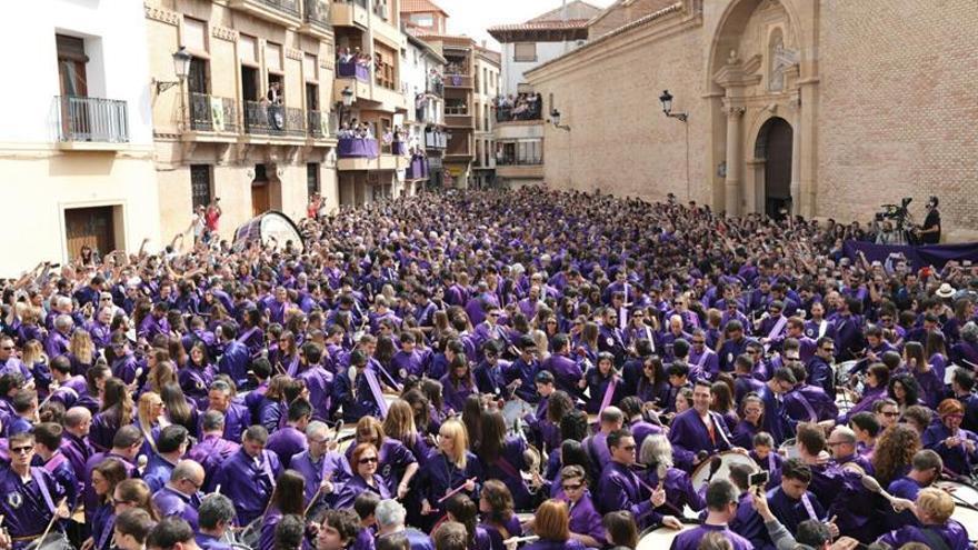 """Calanda (Teruel) cumple con estruendo la tradición de la """"rompida de la hora"""""""