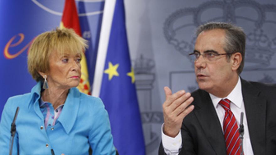 Ministro de Trabajo e Inmigración, Celestino Corbacho, y vicepresidenta María Te
