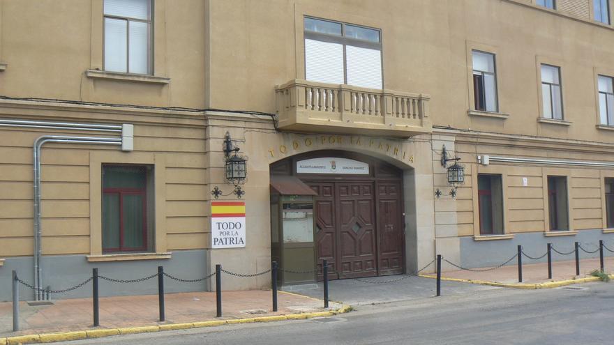 Una empresa privada de seguridad protege ahora las instalaciones del cuartel Sancho Ramírez.
