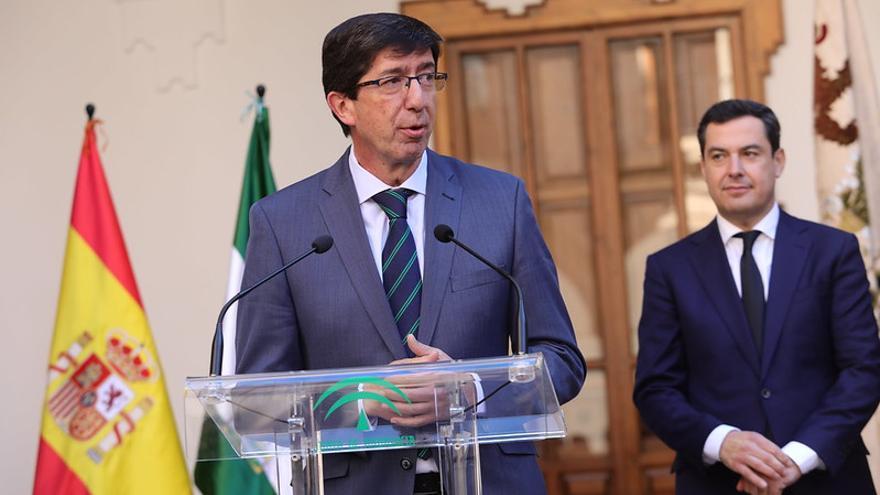 El vicepresidente y líder regional de Ciudadanos, Juan Marín, interviene ante el presidente andaluz, Juan Manuel Moreno.
