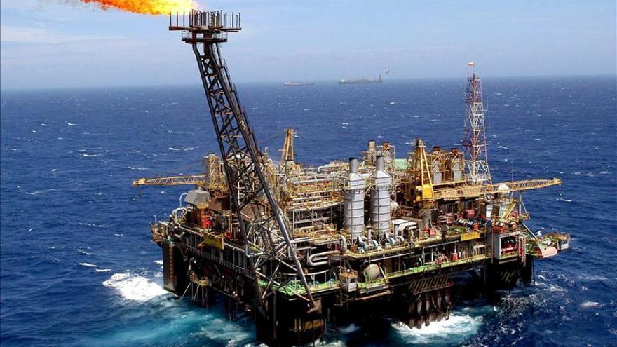 China, Latinoamérica y Oriente Medio tiran de la demanda de crudo en 2013