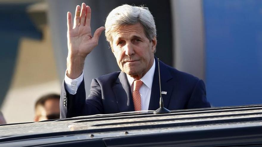 """Vislumbramos """"sin exageración"""" el día que el EI saldrá de Siria e Irak, dice Kerry"""
