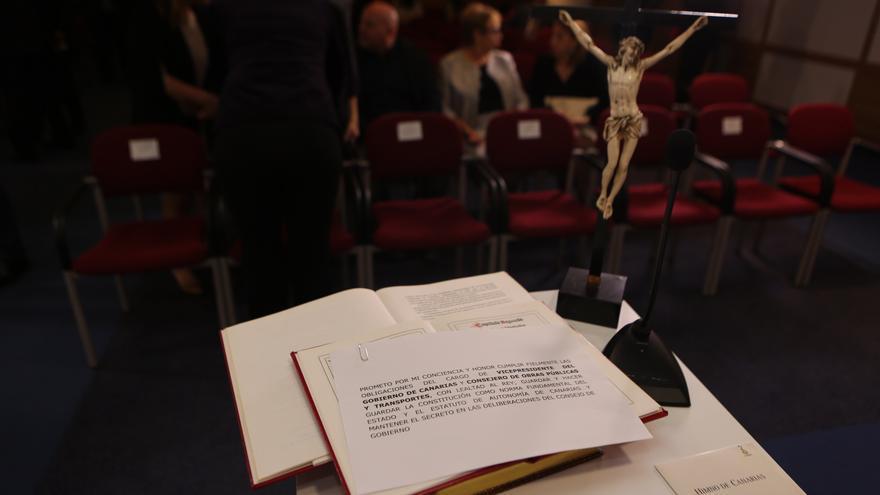 Acto de toma de posesión de los nuevos consejeros del Gobierno de Canarias (ALEJANDRO RAMOS)