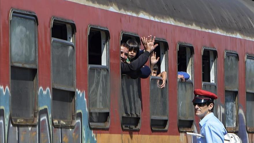 Más de 6.000 refugiados cruzan en un día la frontera de Macedonia a Serbia