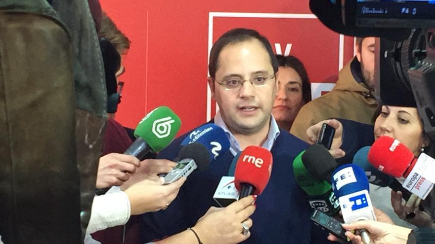 El secretario de organización del PSOE, César Luena, en Valencia.
