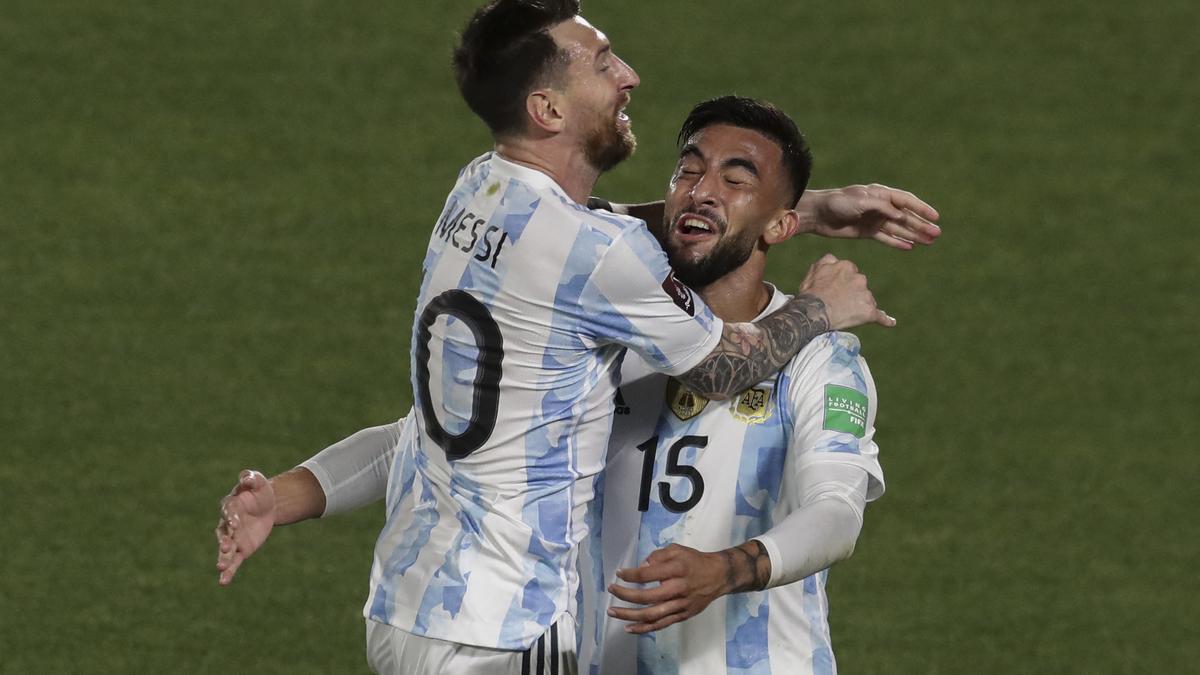 Messi celebra su gol en el partido ante Uruguay