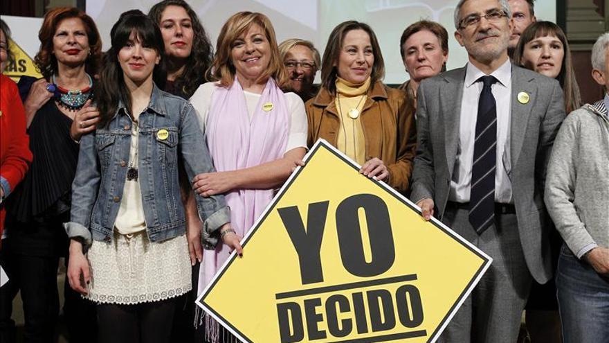 Más de 50 personalidades alzan la voz por el derecho de la mujer a decidir