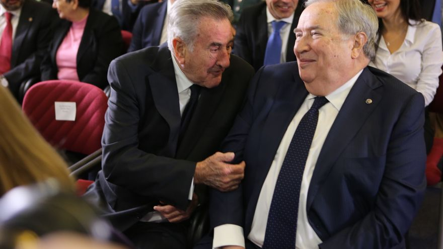 Manuel Hermoso y Jerónimo Saavedra en la toma de posesión de los nuevos consejeros del Gobierno de Canarias