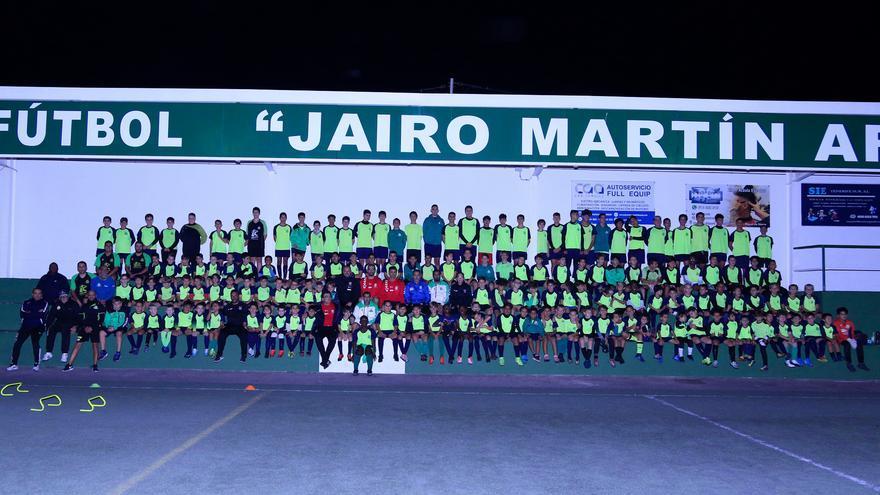 Los entrenadores de la Escuela del CD Tenerife visitaron el campo Jairo Martín Arzola de Guargacho.