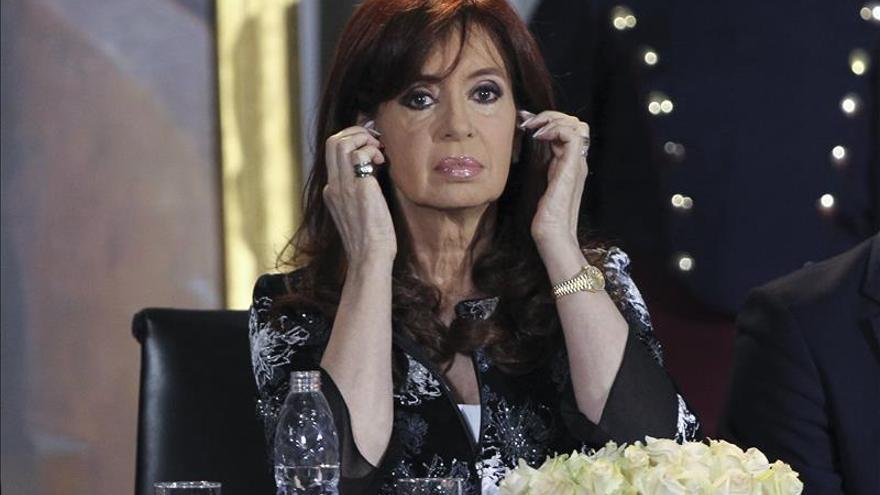 La presidenta de Argentina continúa hospitalizada con un cuadro febril infeccioso