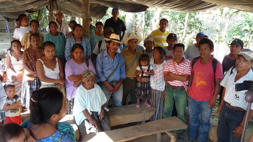 Reunión de representantes de comunidades desalojadas del Valle del Polochic