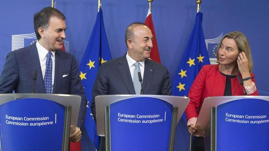 """La UE insta a Turquía a respetar el Estado de Derecho """"como país candidato"""""""