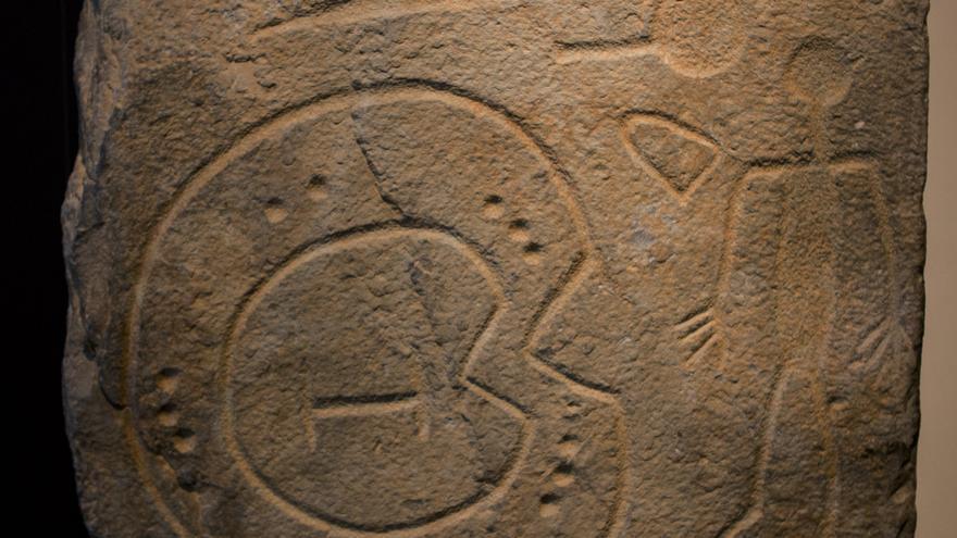 Estela de Solana de Cabañas, una de las piezas más importantes del bronce final en territorio ibérico. Viajar Ahora