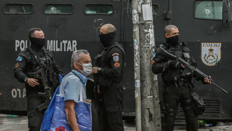La Policía de Río de Janeiro tendrá que usar microcámaras en los uniformes