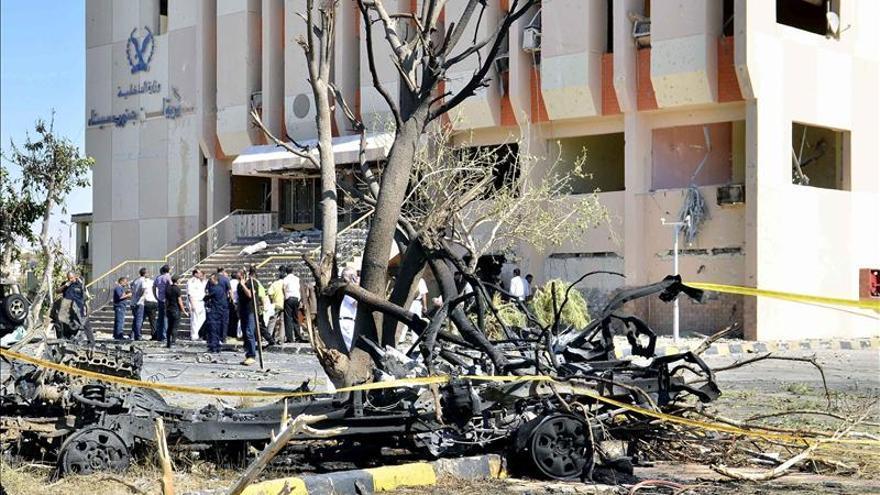 Al menos siete soldados mueren en un atentado con coche bomba en el Sinaí egipcio