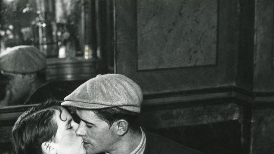 París rinde homenaje al fotógrafo Brassaï, uno de sus más grandes enamorados
