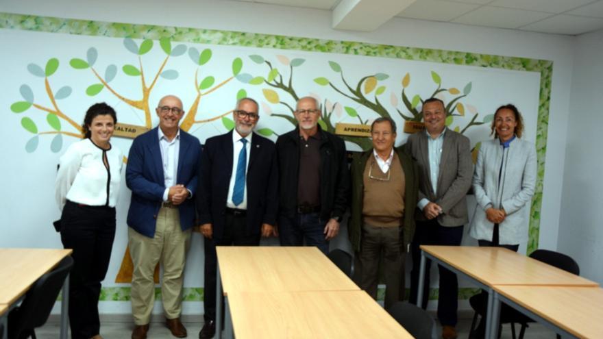 Foto de familia tras la reunión de este lunes, con el presidente portuario Pedro Suárez y Óscar Izquierdo