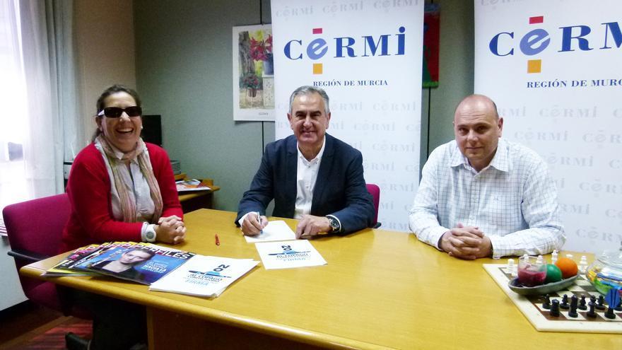 González Tovar firmando la ILP en contra del copago