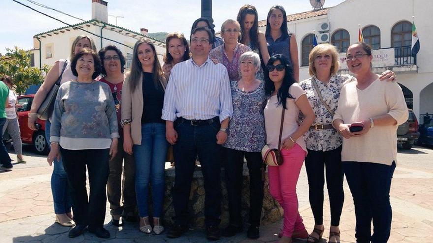 Mujeres socialistas en Castañar de Ibor con Vara / Twitter @EduardoBejar