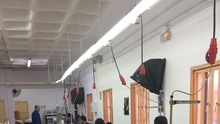 Internos de la cárcel Sevilla I fabrican batas sanitarias para hospitales de campaña