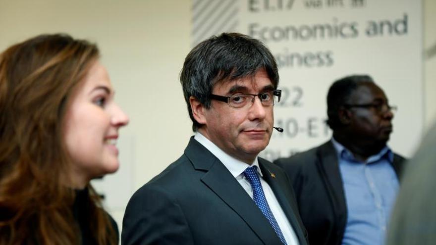 """Puigdemont: """"Los actos violentos minoritarios no empañan la movilización pacífica"""""""