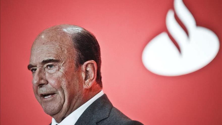 Emilio Botín recibió 3 millones de euros en 2013, el mismo sueldo que en 2012