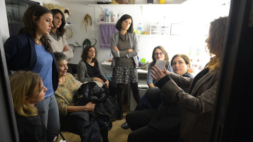 Preparación en el camerino del acto de mujeres del cambio en el Teatro Rialto.
