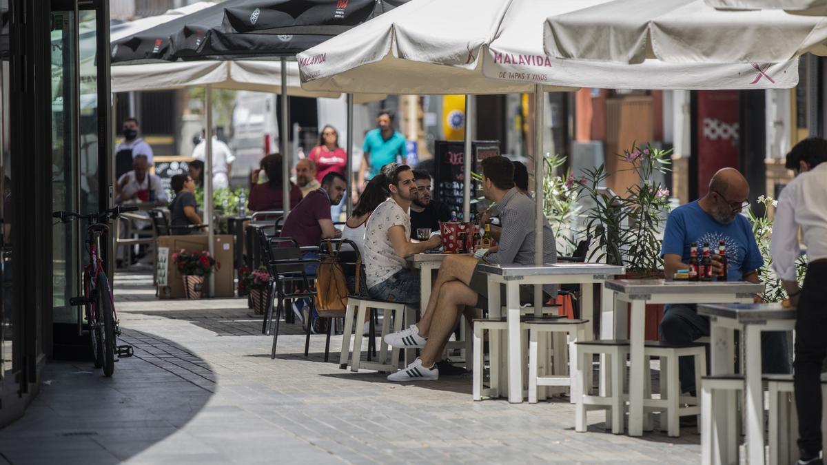 Terrazas de bar en el centro de Sevilla