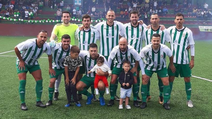 Formación del Atlético Victoria, antes del inicio de la eliminatoria frente al Atlético Paso