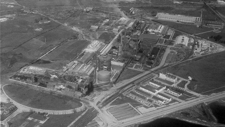 Vista aérea de Nueva Montaña Quijano, 1965-1970, Fondo Joaquín y José Luis Araúna, Centro de Documentación de la Imagen de Santander, CDIS, Ayuntamiento de Santander.