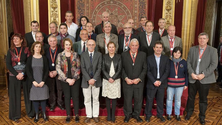 Barkos entrega 17 medallas de plata al mérito deportivo y cuatro menciones de honor