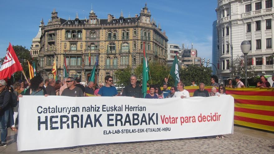 """ELA y LAB pide que el derecho a decidir no sea """"un eslogan"""" y creen que """"Cataluña votará y algún día Euskal Herria"""""""