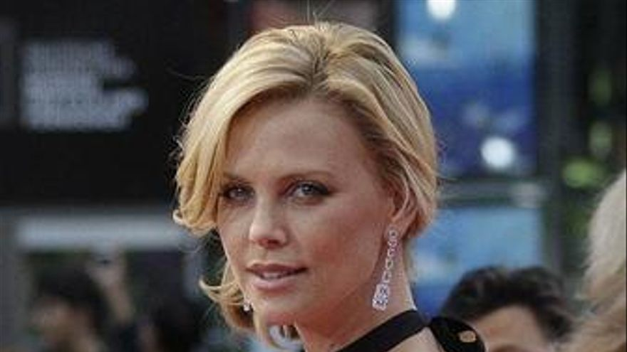 Charlize Theron quiere ser Catwoman