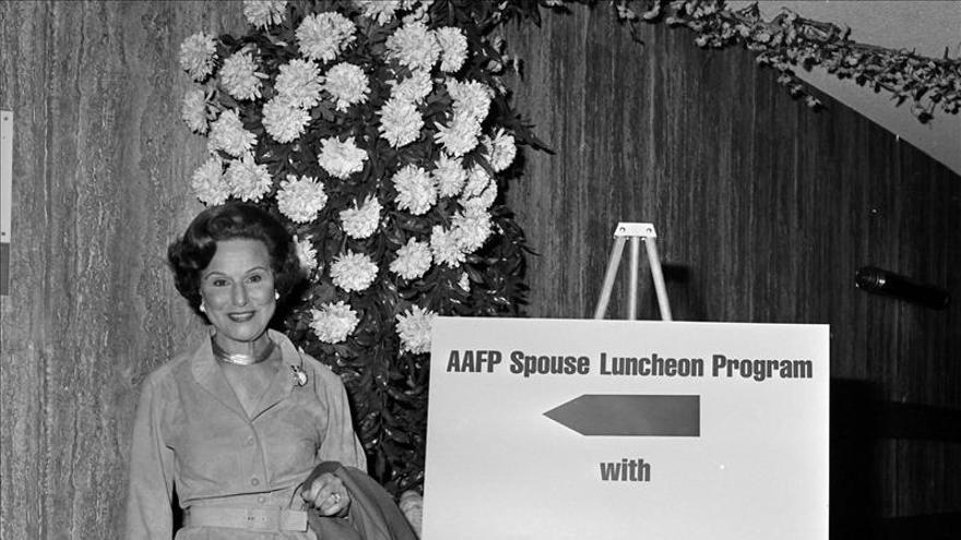 """""""Dear Abby"""", mítica columnista y consejera radiofónica de EE.UU. apaga su voz"""