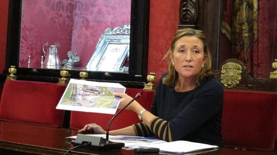 La exconcejal, Isabel Nieto, en una rueda de prensa   EP