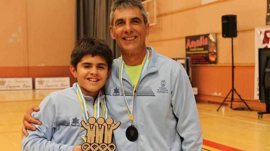 Javier Andrés García con su entrenador Jesús Martín.