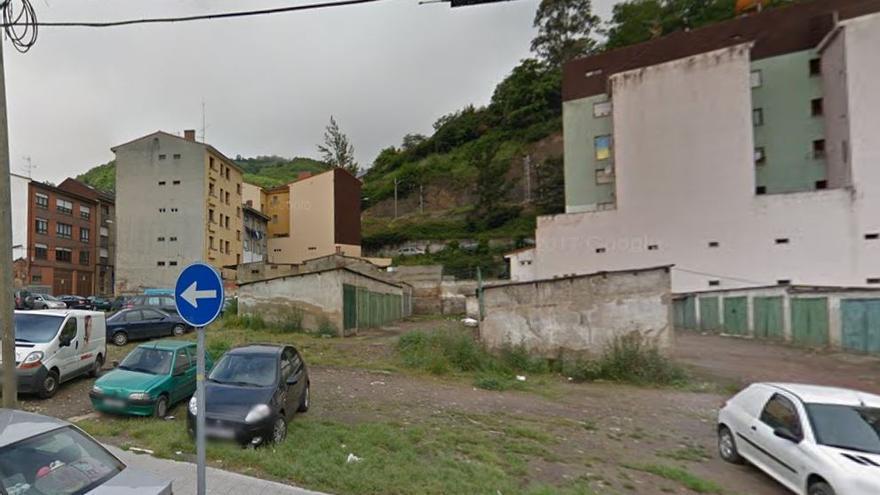 Solar donde se fue presuntamente violada una joven en Pola de Lena, Asturias