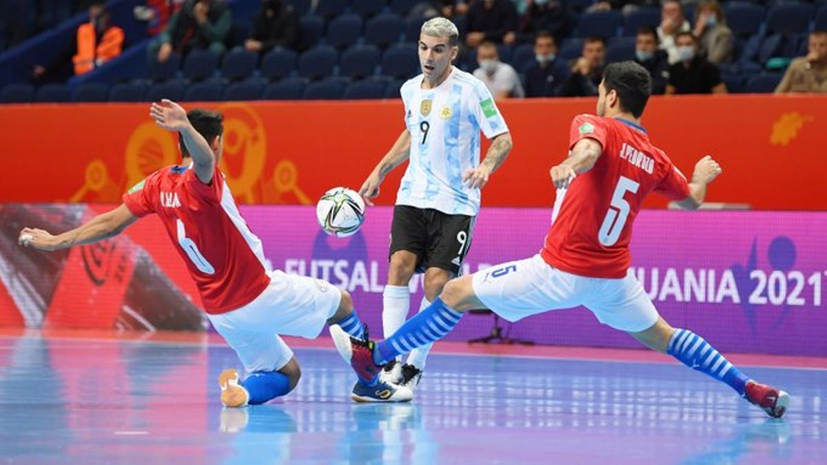 Argentina goleó a Paraguay 6 a 1 y se clasificó a cuarto de final del Mundial de Futsal.